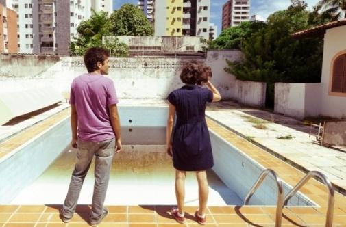 A piscina vazia signo do passado esvaziado